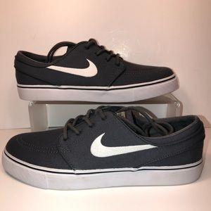 Brand new men's size 8 Nike SB Janoski dark grey